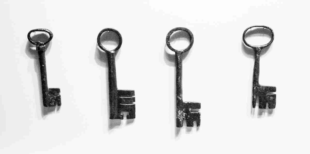 old-keys-metallic