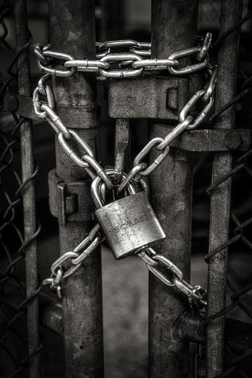 how does an expert locksmith in miami pick an excellent padlock
