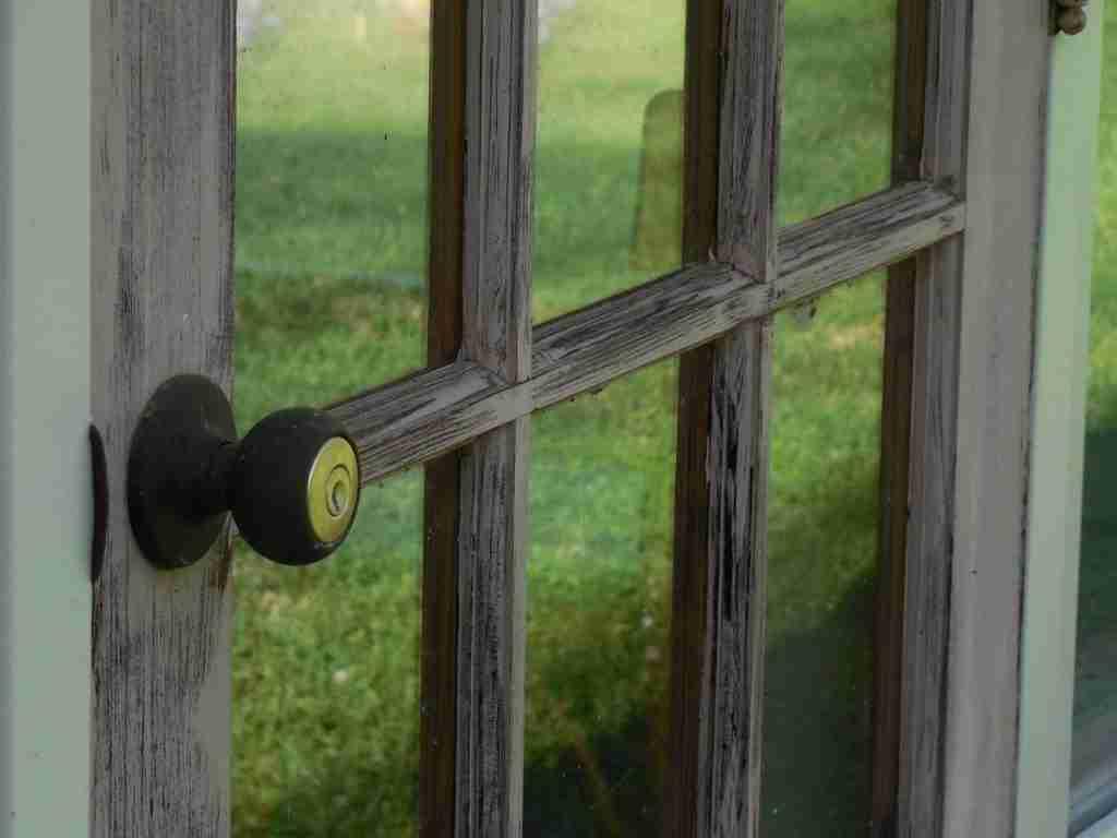 remove the door knob