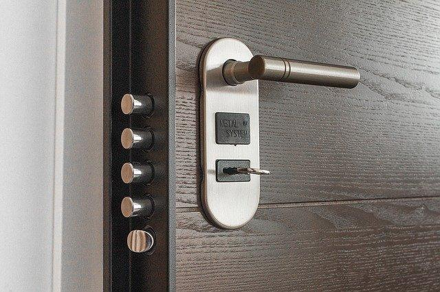 hire commercial locksmith services to fix or upgrade your door and windows