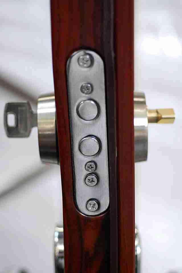 door locks installation